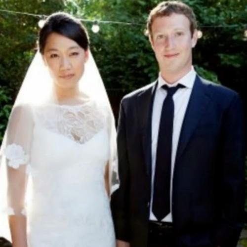 """Zuckerberg, sesso su contratto con la moglie: """"Almeno una volta a settimana"""""""