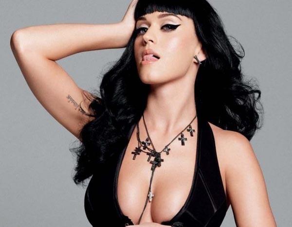 """Katy Perry racconta la sua prima volta: """"Ho perso la verginità sul sedile di una Volvo"""""""