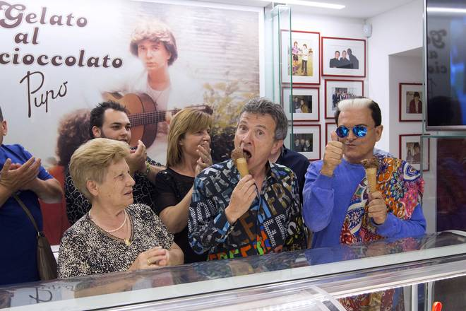 Pupo inaugura la sua gelateria e la chiama 'Gelato al cioccolato'